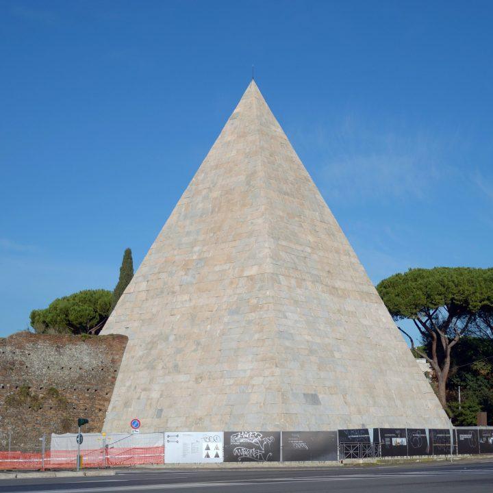 Una visita alla Piramide Cestia a Roma