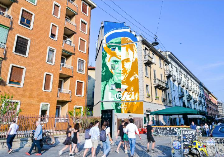 Loki: a Milano il murales di Lucamaleonte